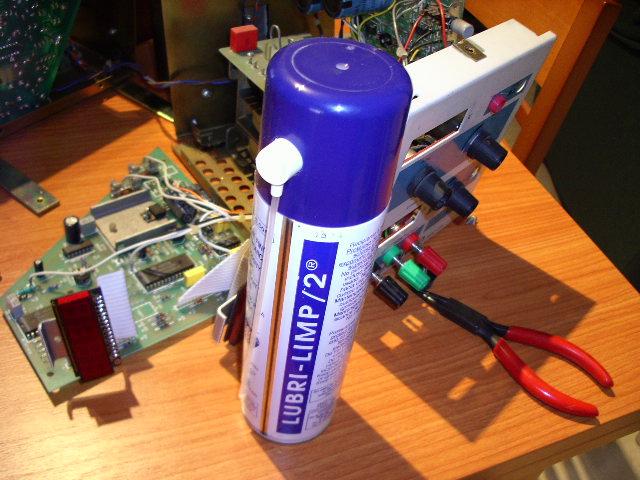 Lubri-Limp 2 para limpieza de contactos eléctricos en potenciómetros de ajuste.