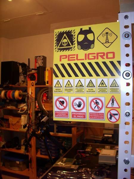 Cartel de Advertencias a la entrada del Taller